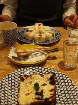 フルーツサンドと白いチーズトースト.jpg